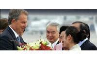 Tony Blair en Chine et en Inde, à l'ombre de la guerre du textile avec Pékin