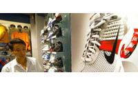 Nike : bénéfice net au 1er trimestre 2005/2006 prend 32% à 432 M USD