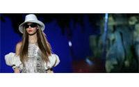 Les grands noms de la mode italienne ouvrent le défilé du prêt-à-porter été 2006