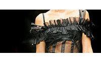 Eté 2006: belles des champs pour Dolce & Gabbana, dentelles chics pour Fendi