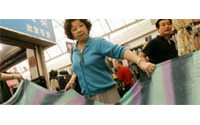 Fin des quotas textiles : le BIT examine les stratégies pour amortir le choc