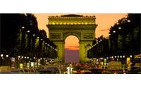 Chaînes populaires et boutiques de luxe font bon ménage aux Champs-Elysées