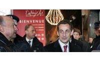 Sarkozy visite le dispositif de sécurité autour des grands magasins