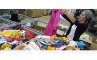 """Financement du recyclage textile : adoption de la """"taxe Emmaüs"""""""