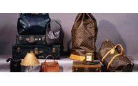 Vêtements et accessoires Chanel, Cardin, Dior aux enchères
