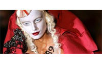 Haute couture : John Galliano célèbre la passion avec éclat