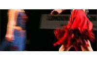 De jeunes créateurs de mode défilent au Centre Pompidou