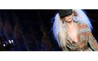 Galliano célèbre l'Amérique, Hermès l'élégance luxueuse