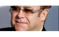 Elton John vend une partie de sa garde-robe
