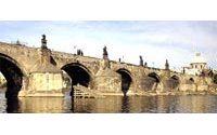 Prague : tollé contre usage commercial par Louis Vuitton (LVMH) de pont ancien