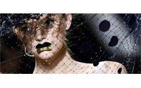 Paris : élégance nonchalante chez Hermès, drapés sensuels chez Galliano