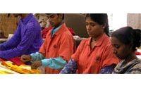 Manifestations d'ouvriers du textile au Bangladesh : un mort