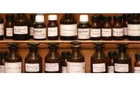 Dans la palette du parfumeur, produits naturels et composants synthétiques