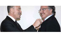 Alain Afflelou décoré de la Légion d'Honneur