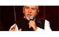 High habille Peter Gabriel pour sa tournée européenne