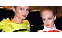 Transparences ceinturées et plastrons à la Semaine de la Mode à New York