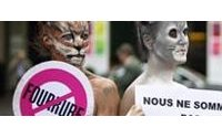 Des militantes anti-fourrure défilent nues à Paris