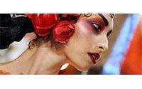 Défilés parisiens : soie bouillonnante chez Galliano, indienne chez Hermès, Limi Feu
