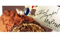 Karl Lagerfeld met la main à la pâte pour Lenôtre