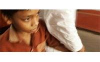 Inde : la police libère 14 enfants d'un atelier de confection de vêtements