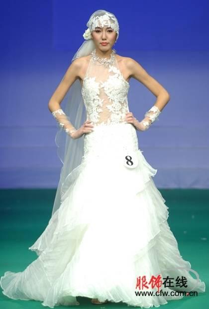 中国婚纱设计大赛(图)  比赛经过激烈角逐,来自台湾实践大学的8号选手