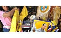 Les modes et couleurs liées au roi se vendent bien en Thaïlande