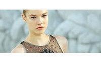 Haute couture : inspiration nacrée pour Lagerfeld, poétique chez Lacroix