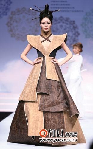着力体现了新中式服装在不同场景中的唯美表现图片