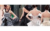 Défilés de haute couture : moins d'extravagance, plus d'élégance