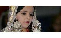 Niñas de trece años en desfile de ropa en Yemen para reavivar el turismo
