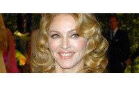 Пластические хирурги делают клиенткам плечи Мадонны и Киры Найтли