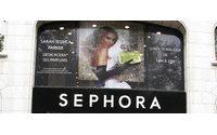 На сайте косметической сети Sephora добавился раздел обзоров и оценок