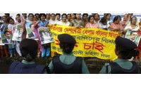 Police break up Bangladesh textile workers protest (50 hurt)