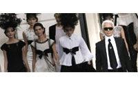 KARL LAGERFELD **EXKLUSIVES INTERVIEW** plus Filmmaterial vom Laufsteg und ein Blick hinter die Kulissen seiner Modenschau zur Frühjahrskollektion 2009 in Paris