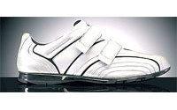 Le scarpe Samsonite in marcia fuori dall'italia
