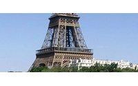 Parigi, corsa su tacchi spillo