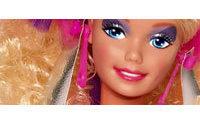 Barbie si regala tacchi vertiginosi firmati Louboutin per il suo 50° compleanno
