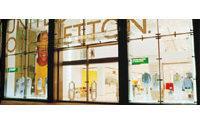 Presidio Sindacati davanti negozio Benetton a Torino