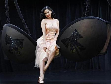 61423d5e2da Dita von Teese back at Paris revue - News   People ( 496670)