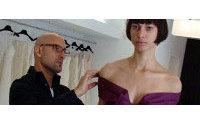 Angel Sánchez presenta elegante colección, con ricos tejidos y ultrafemenina
