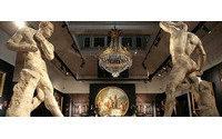 Glanz und Gloria bei Versace-Auktion - Erwartungen weit übertroffen