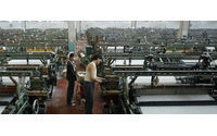 Mil obreros textiles marchan 140 kilómetros hasta Pekín para salvar su empleo