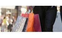 Weak pound draws Easter tourists to London shops