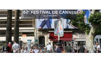 Cannes shrugs off economic gloom, reels in the stars