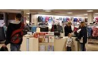 Strong retail sales boost holiday hopes