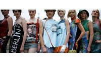 La caída del muro de Berlín protagoniza una colección de moda y complementos