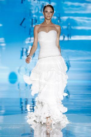 3b6755578 El blanco recupera el protagonismo en los trajes de novia - Noticias ...