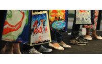 El ayuntamiento lanza una línea de complementos de moda para la Aste Nagusia