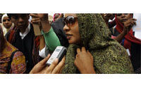 Sudanese women, Islamists scuffle over trouser case