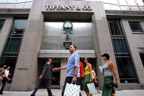 5e20638ab ... eBay Inc on Monday won the dismissal of Tiffany & Co's 2004 lawsuit  accusing it of deceiving customers by allowing the online sale of  counterfeit ...